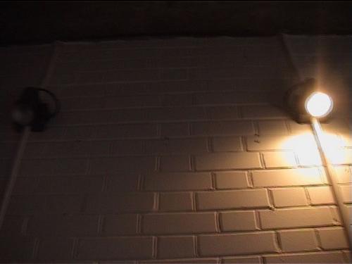Changing_light_bulbs