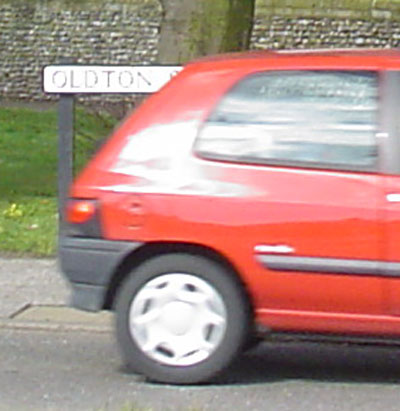 oldtonredcar-closeup
